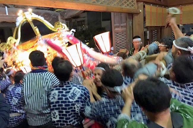 魚津が荒れ狂う夜。「献灯みこし祭り」で八幡神社の悲しい歴史を知る