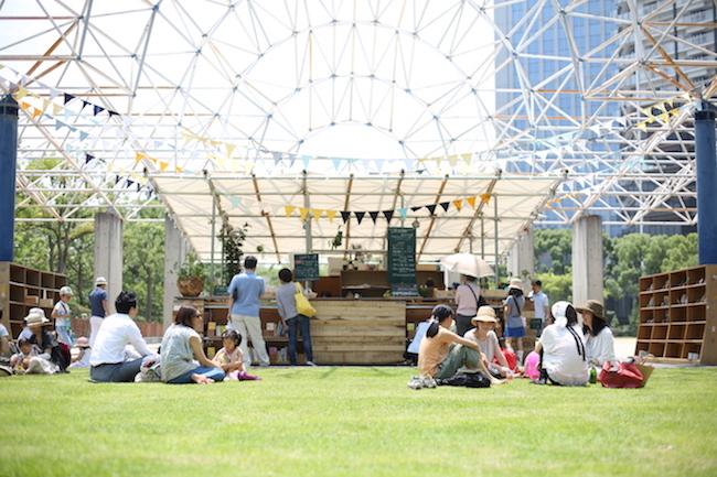 公園の可能性を探る社会実験。神戸に手作りの青空図書館を作ったら…