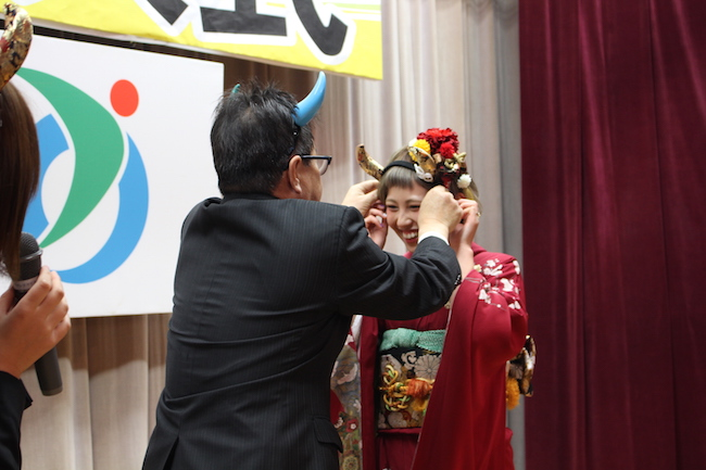 新成人もビックリ。 津野町 の 成人式 で贈呈されたダジャレなサプライズ