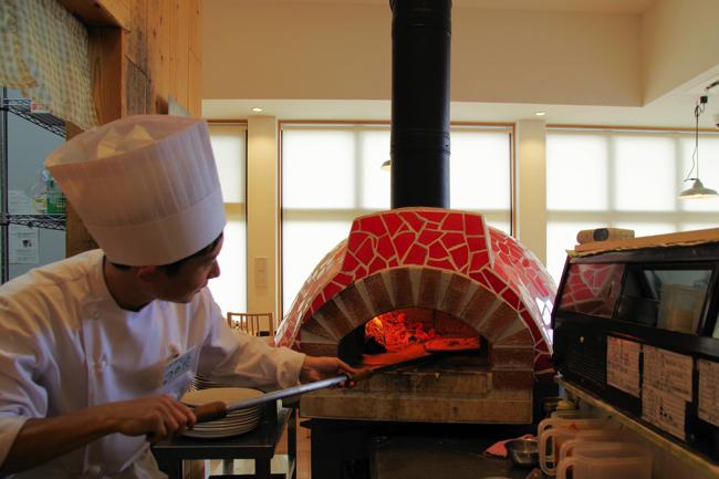 山間の絶品イタリアン。山梨「道の駅こすげ」の窯焼きピザが忘れられない