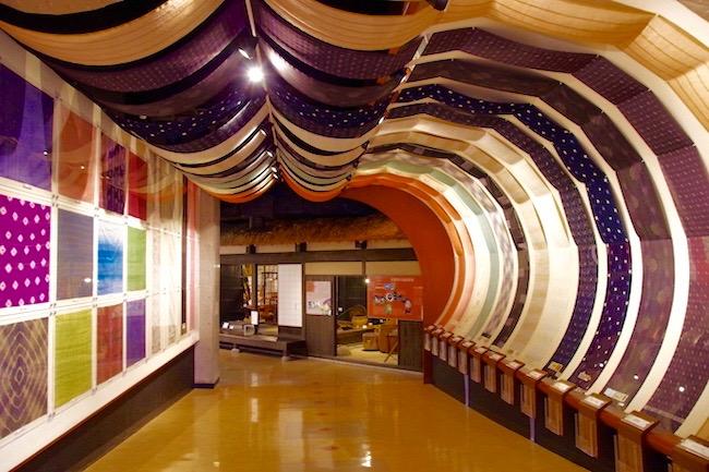 モスラ級の巨大幼虫も。長野・駒ヶ根シルクミュージアムがマニアな博物館