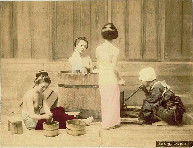626px-Kusakabe_Kimbei_-_1514_Home's_Bath