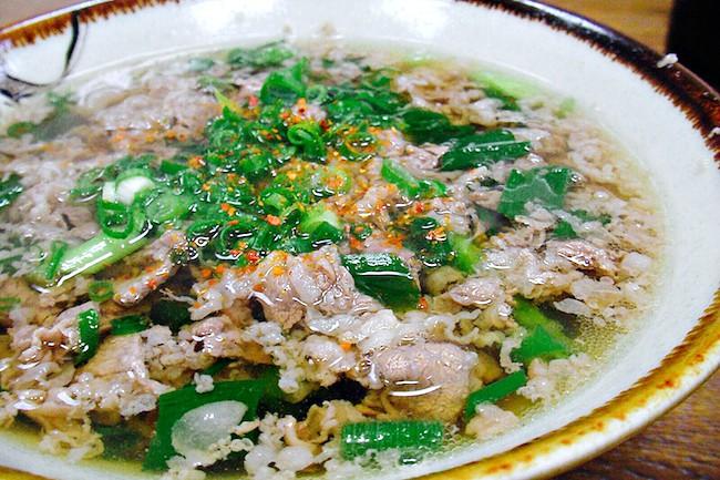 人間、本当に美味しいと黙る。大阪のソウルフード「肉吸い」