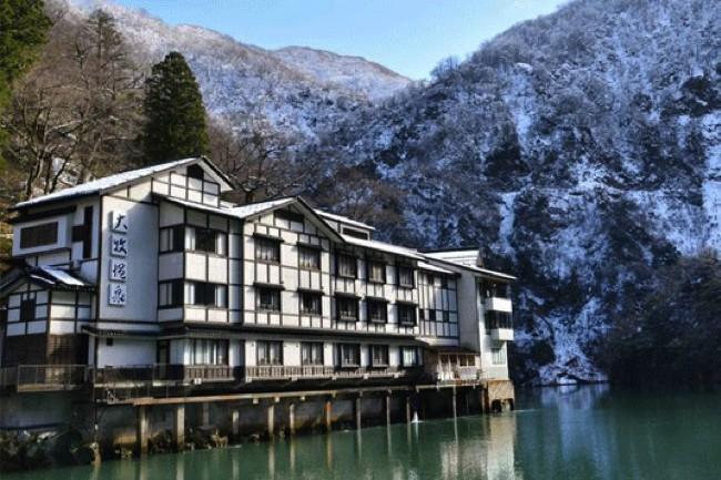 交通手段は「船」のみ!山奥にひっそりと佇む富山県の秘境温泉