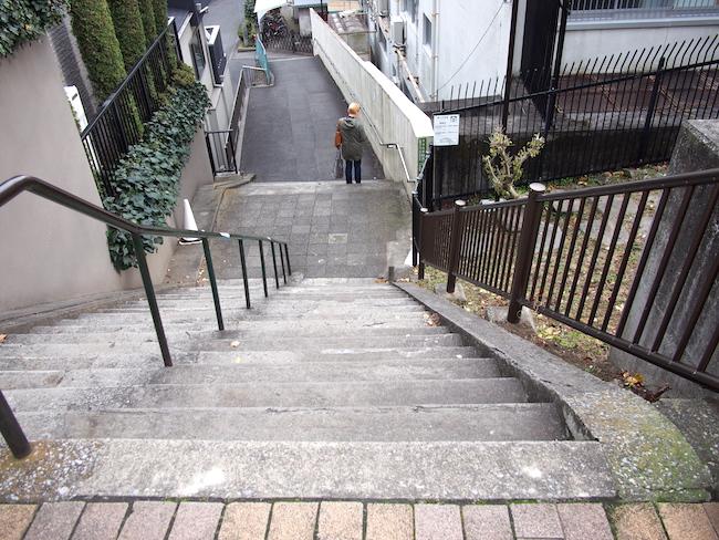 かつて東京湾が見えた団子坂上の裏側はこんな急坂ばかり