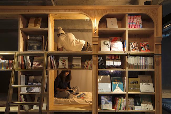「泊まれる本屋」が最近話題になっていますが、これ以外にも「泊まれる美術館」や「泊まれるカフェ&バー」など、普通のホテルや民宿などとは少し違った、一風変わった泊まれるユニークな宿泊施設が全国にはあります。今回は編集部が選んだ5つのスポットを紹介します。アートや読書などが楽しめる、一味違った場所に泊まってみませんか?