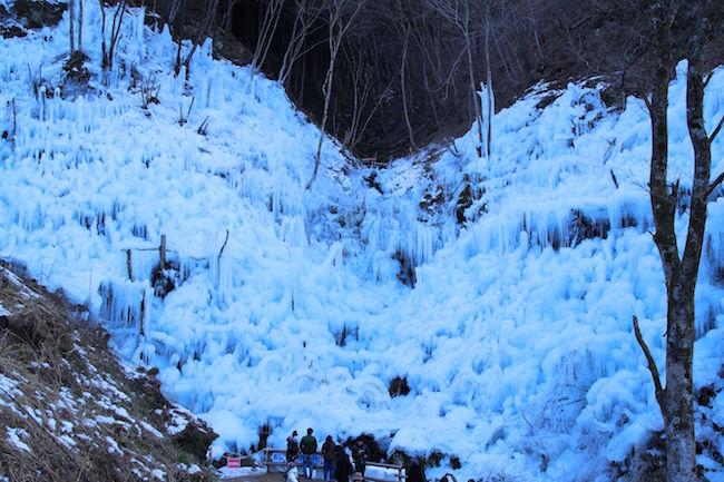 埼玉は別世界かな。幻想すぎる氷の絶景「あしがくぼの氷柱」へ