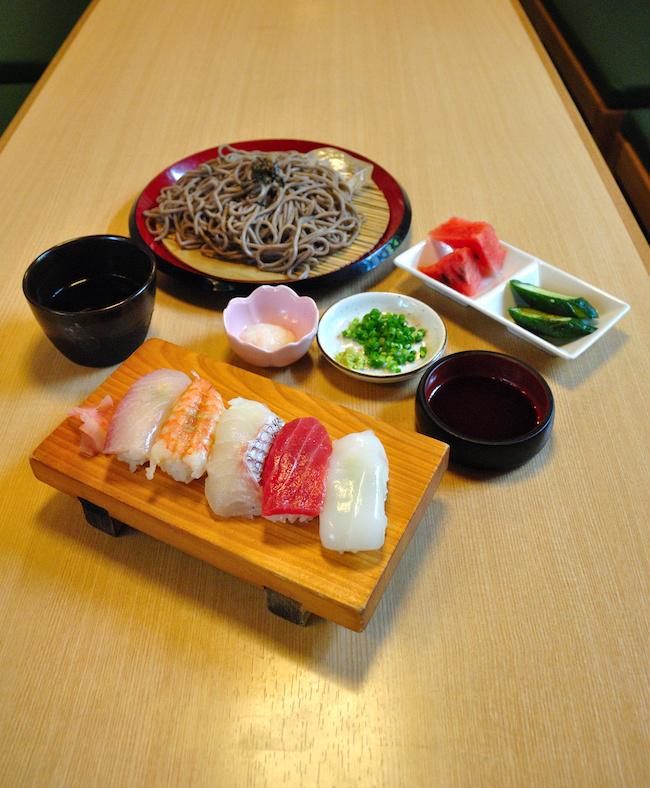 新栄寿司の寿司とざるそばのセット1000円