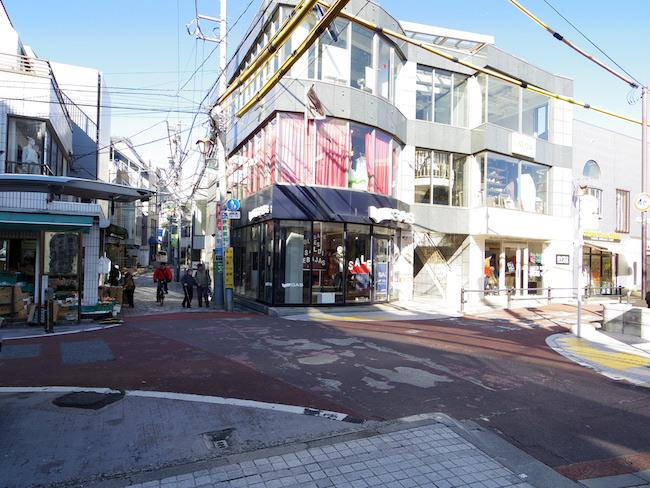 キャットストリート・隠田橋跡(この付近にかつて水車小屋があった)