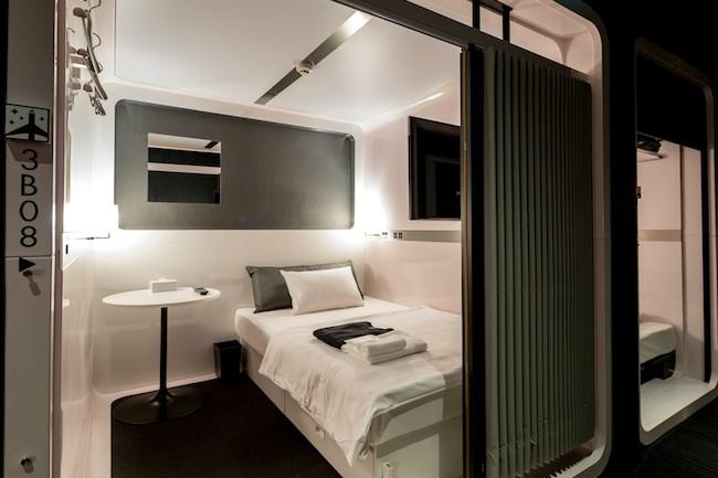 ひと昔前のカプセルホテルといえば、男性が泊まる場所で、安いけど、安全性や清潔さはあまり期待できないといったイメージでした。しかし、最近では以前のイメージとは違い、安くて、スタイリッシュなカプセルホテルが増えたことで、女性の利用客が増えているそうです。先日、楽天トラベルが発表した「女性に人気のカプセルホテルランキング」を中心にいまどきのカプセルホテルをご紹介していきます。