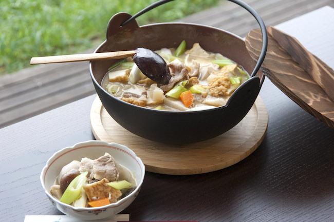 豚肉と味噌味の芋煮(image by: 山形県)