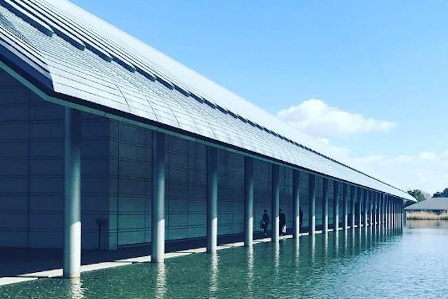全国に魅力的な作品を展示している美術館は数多くありますが、ちょっと面白いのが滋賀県にある「佐川美術館」です。