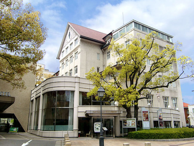800px-Takarazuka_Hotel