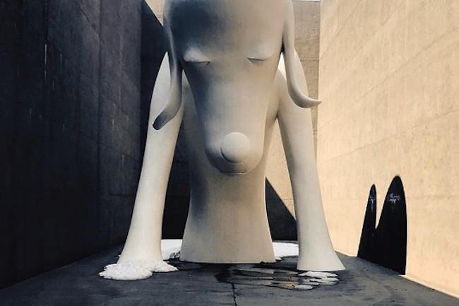 奈良美智作・白くて大きい『あおもり犬』に会える♪青森の真っ白な美術館「青森県立美術館」へ。