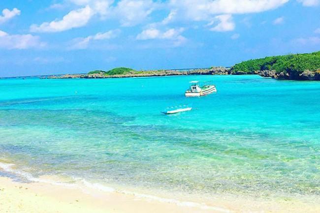 干潮のときだけ表れる「サンドバー」 「サンドバー」って皆さん聞いたことありますか? サンドバーとは干潮の時に姿を現す浅瀬のことで、海外ではハワイなどで海底から現れた真っ白な砂浜を見ることができます。