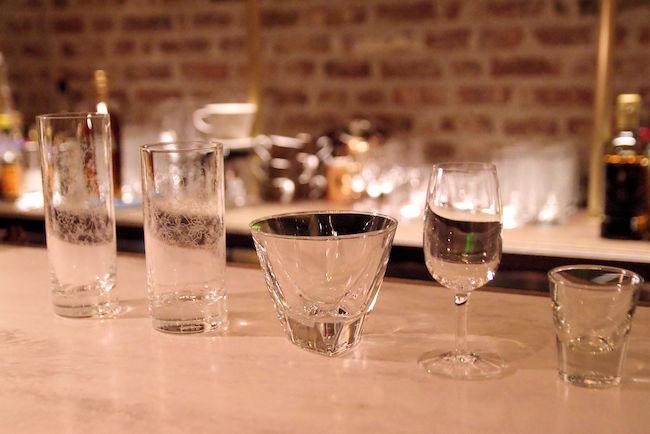 飲み方に応じたグラス達。どれも艶やかですね。