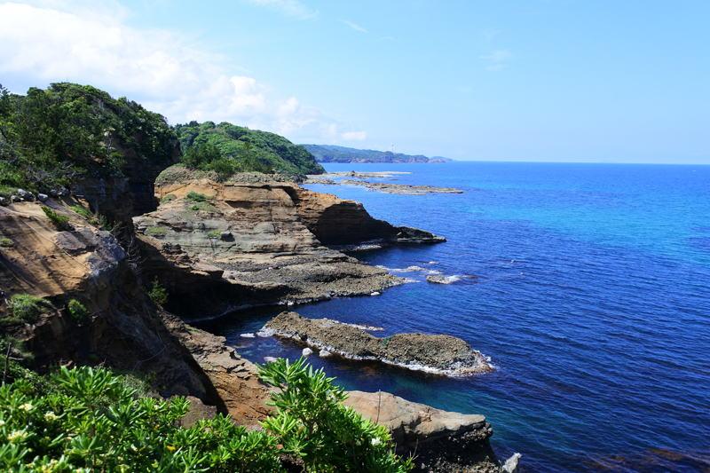 5月に入り、すっかり暖かくなりまさに行楽シーズンですね。初夏の暖かな気候の中、自然の魅力と美しい景色を満喫できるスポットがあることはご存知でしょうか?まぐまぐで配信中の無料メルマガ「里山を歩こう」では、島根県の浜田市にある「石見海浜公園」を紹介しています。美しい海岸線、野鳥、草花...初夏の自然を楽しむにはうってつけのスポットですよ!