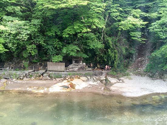 岩の湯バック画像