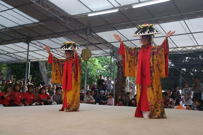9日間の壮大な祭りに竹富島の血が騒ぐ。600年続く沖縄魂「種子取祭」