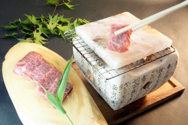 ツウは「塩」で焼く。信州牛を岩塩プレート焼きで味わえる温泉宿