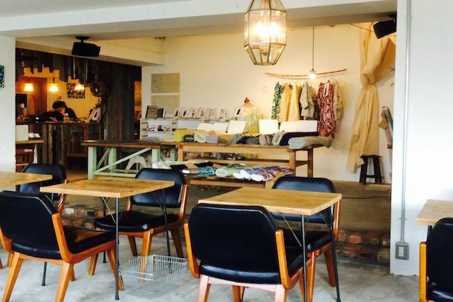 本とコーヒーと少しの雑貨。東京・調布市にひっそり佇む「手紙舎」カフェ