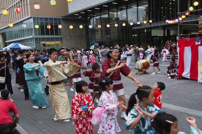 おばあちゃんの原宿「巣鴨」で、なぜ大学生が盆踊りで街おこし?