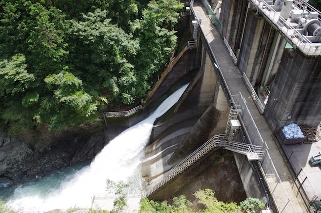東京なのにダムがある。魚道も備えた「白丸ダム」に日帰り探検