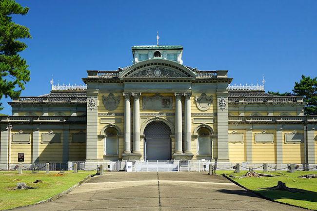ここ奈良県です。ヨーロッパの宮殿のような『奈良国立博物館』