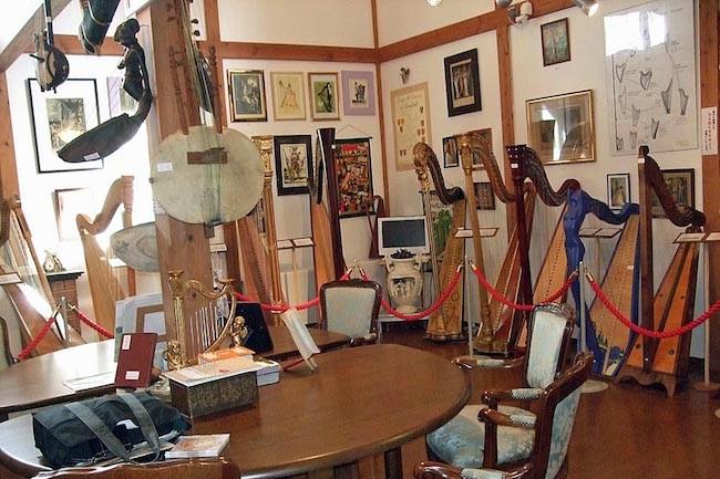 定年後にひらめいた。60歳からハープ博物館を作り出した男の夢物語