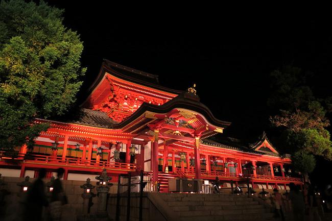 「八幡」の名前がつく神社は日本全国にありますが、古来からの八幡信仰の中心にあったのは京都の「石清水八幡宮」です。今回、石清水八幡宮が国宝に認定されることが決まったことを受けて、まぐまぐで配信中のメルマガ「おもしろい京都案内」では、その歴史や社殿の特徴について詳しく紹介してくれています。1400年以上も信仰され続けるだけあり、登場する歴史上の人物達との豪華さに驚かされること間違い無しです!