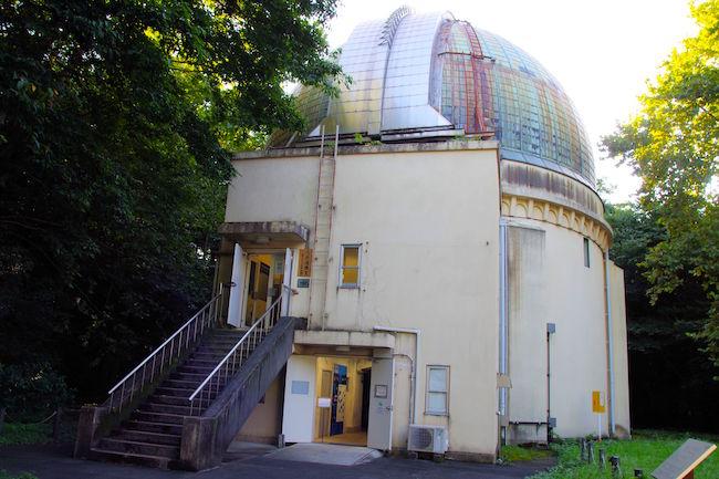 天文台歴史館の外観です。写真では、第一赤道儀室に似ていますが大きさが違います