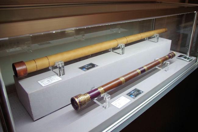 ガリレオガリレイの望遠鏡のレプリカです。以外な事に、短い方が倍率が高いそうです