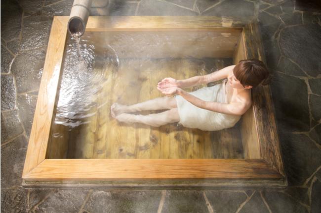 「水分補給」と「かけ湯」。入浴前に必ずすべき2つのこと