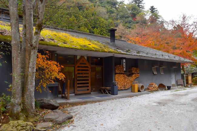 山小屋風のお店はハレとケどちらでも利用できる素敵な茶屋